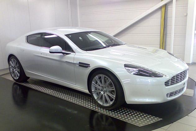 Aston-Martin-valkoinen-1