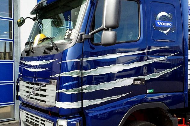 Volvo-FH16-sininen-2